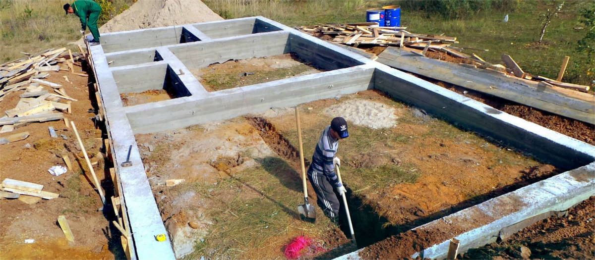 Как сделать ленточный фундамент под домом